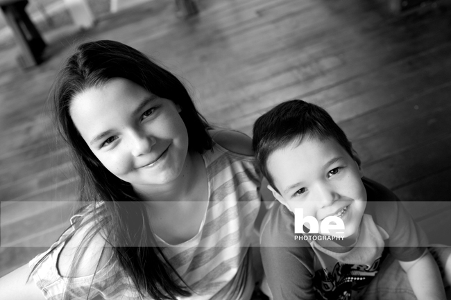 sibling portrait in black and white (1)